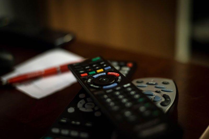 telewizor w pokoju hotelowym